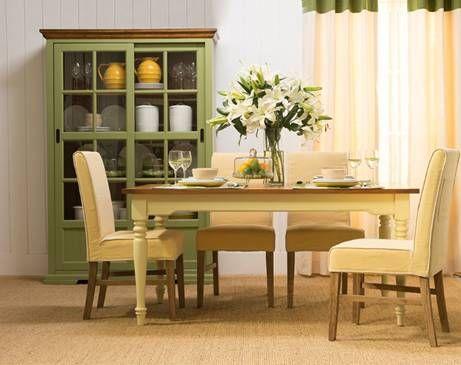 美式乡村风格造型,白橡木的敦实床头雕琢出横向极具层次感的线条相